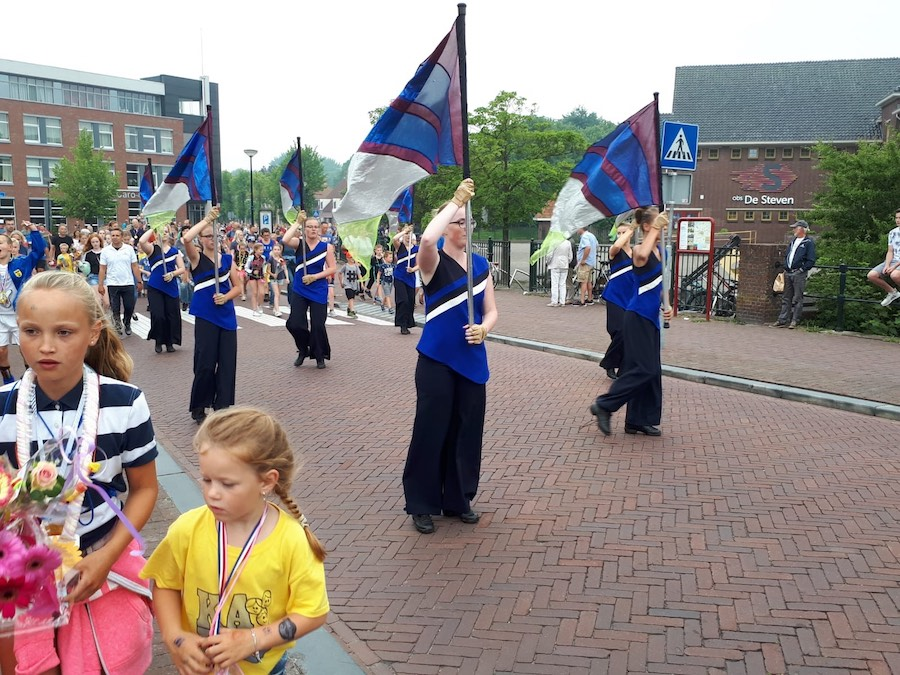 Sternse Colorguard intocht 4 daagse