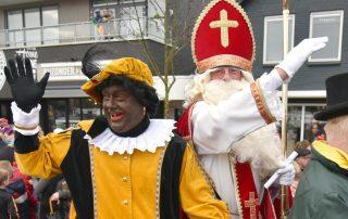Foto van Sinterklaas en Piet Surhuisterveen